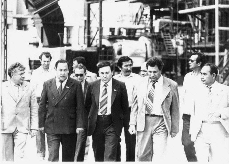 Nursultan Nazarbayev, at the time the Secretary of the Communist Party of the Kazakh SSR, visiting a refinery in the Caspian Sea port city of Guriev (now Atyrau) in 1984.